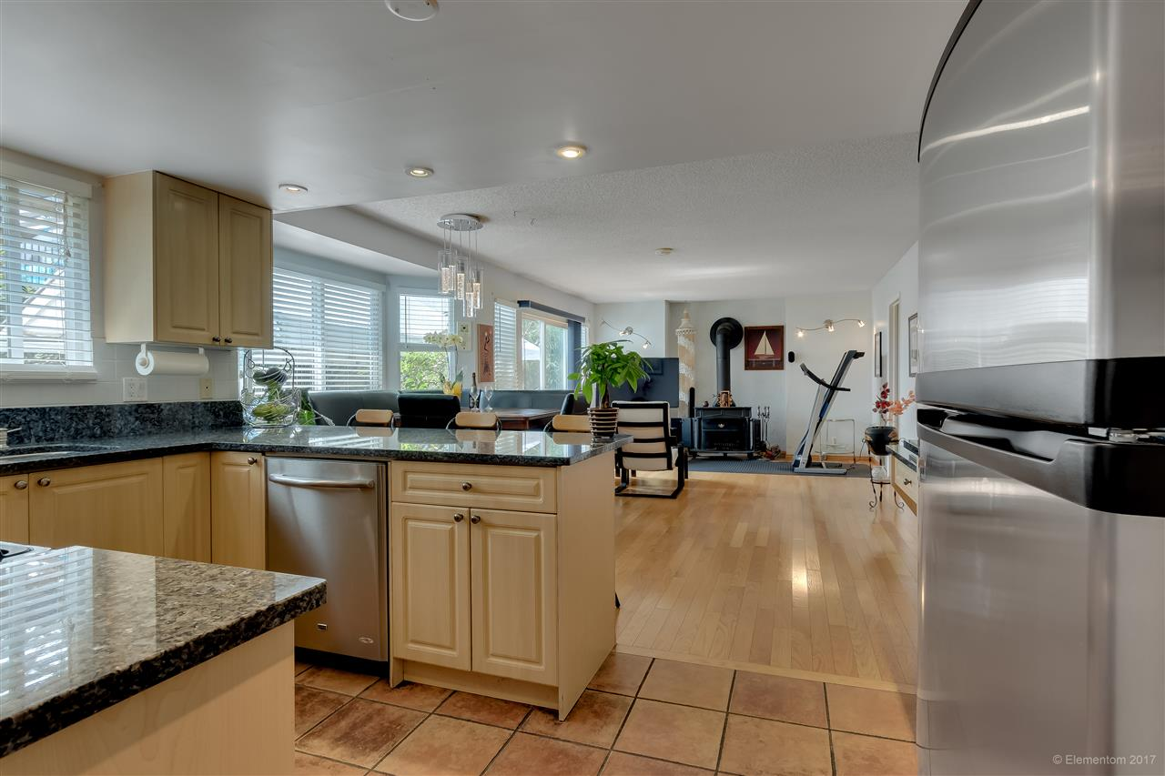 Detached at 2509 BENDALE ROAD, North Vancouver, British Columbia. Image 9