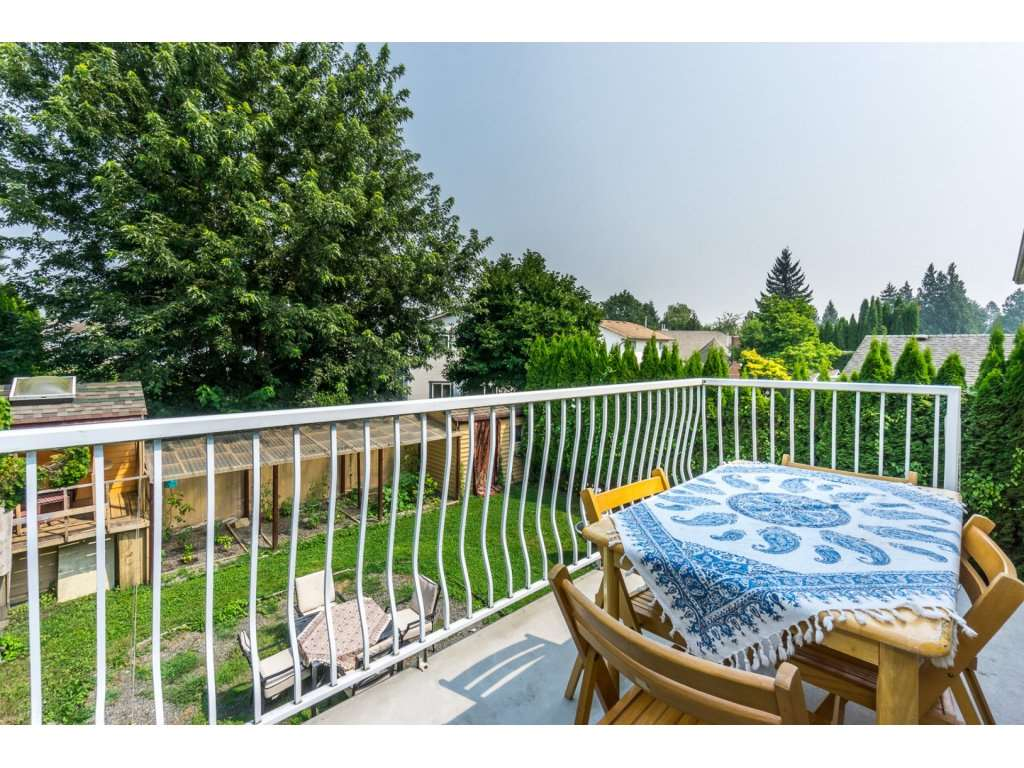 Detached at 45507 WELLINGTON AVENUE, Chilliwack, British Columbia. Image 2