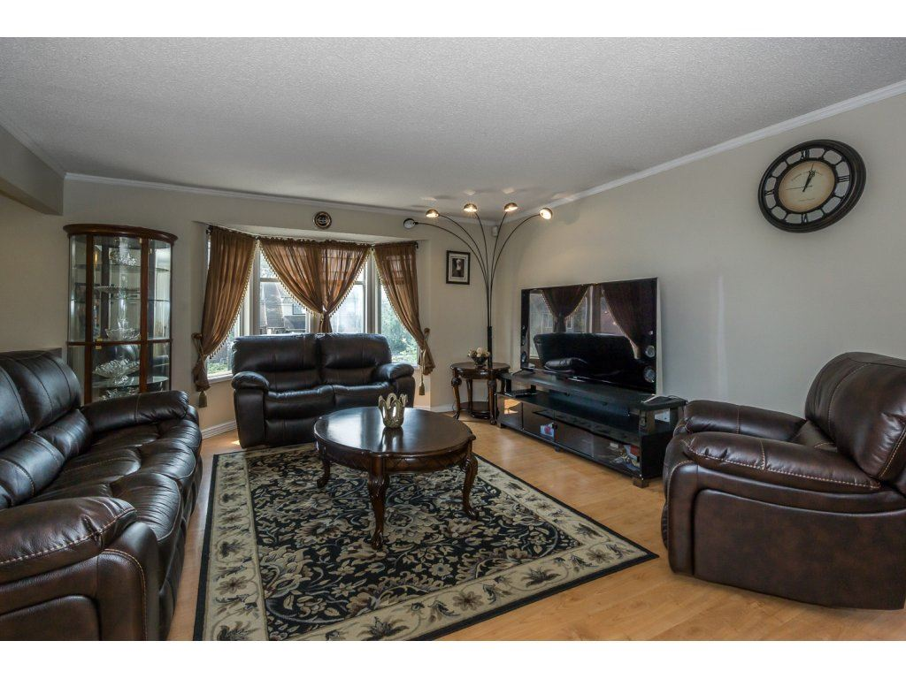 Detached at 45507 WELLINGTON AVENUE, Chilliwack, British Columbia. Image 5