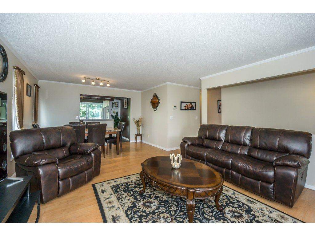 Detached at 45507 WELLINGTON AVENUE, Chilliwack, British Columbia. Image 7