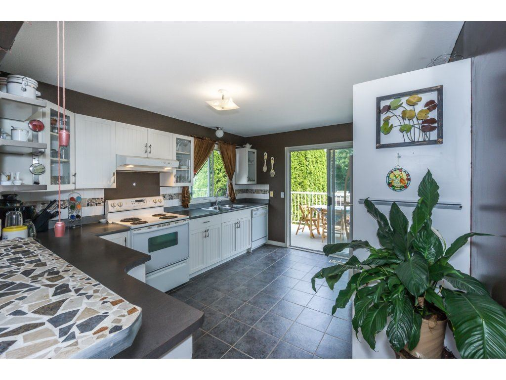 Detached at 45507 WELLINGTON AVENUE, Chilliwack, British Columbia. Image 9