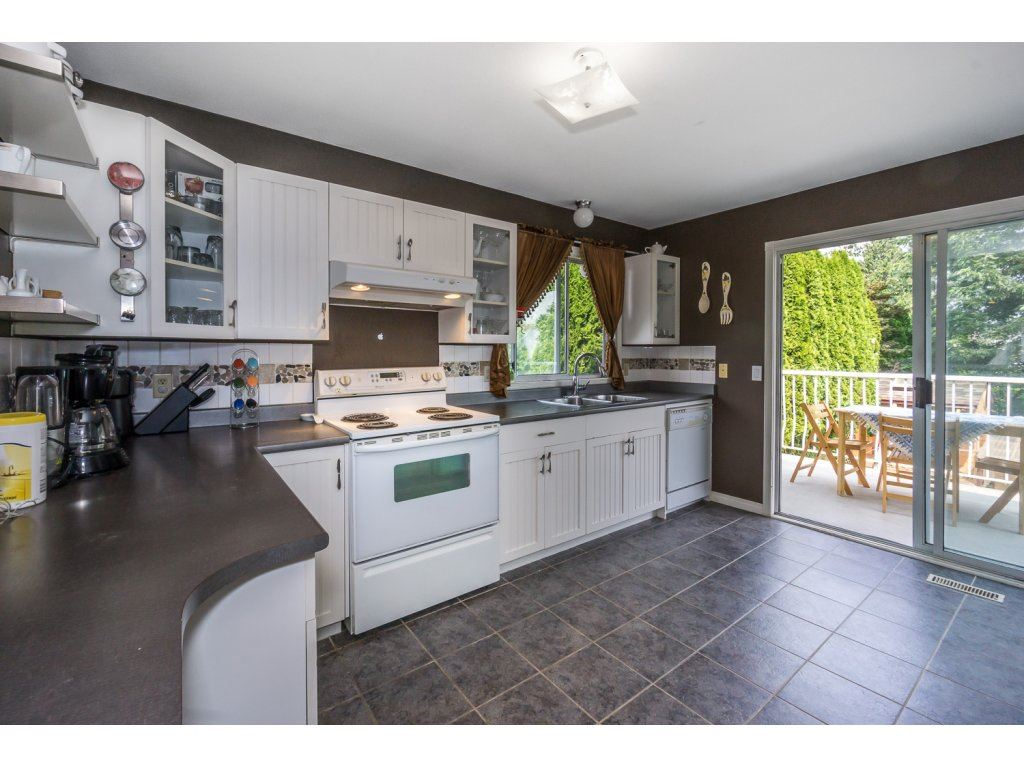 Detached at 45507 WELLINGTON AVENUE, Chilliwack, British Columbia. Image 11