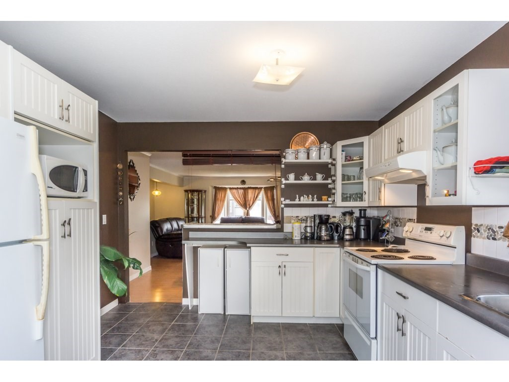 Detached at 45507 WELLINGTON AVENUE, Chilliwack, British Columbia. Image 13