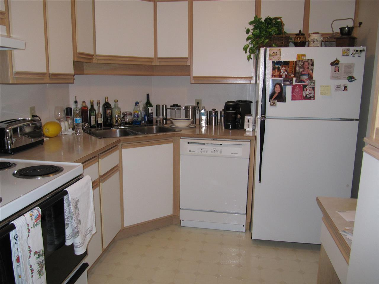 Condo Apartment at 204 1480 FOSTER STREET, Unit 204, South Surrey White Rock, British Columbia. Image 3