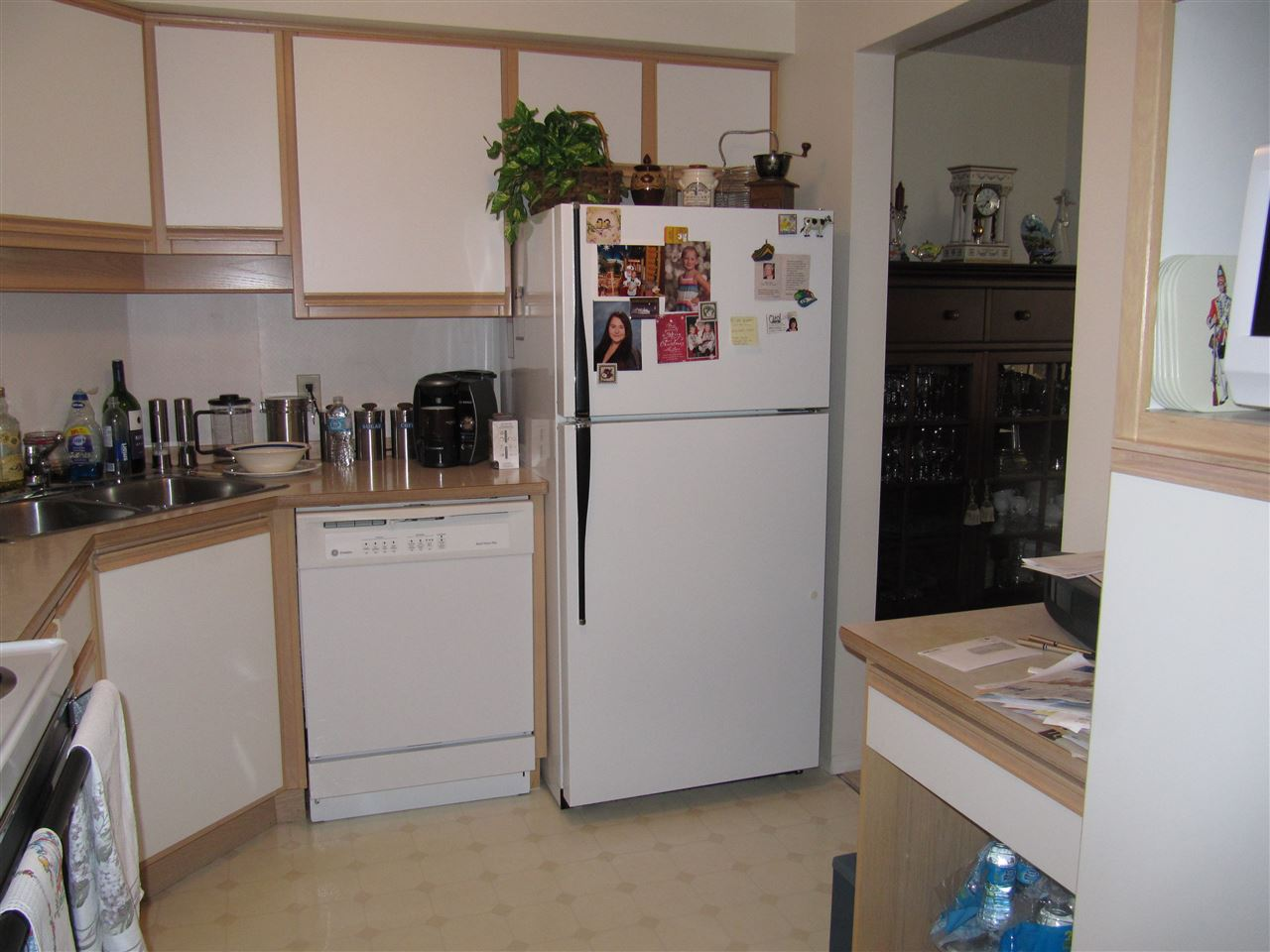 Condo Apartment at 204 1480 FOSTER STREET, Unit 204, South Surrey White Rock, British Columbia. Image 4