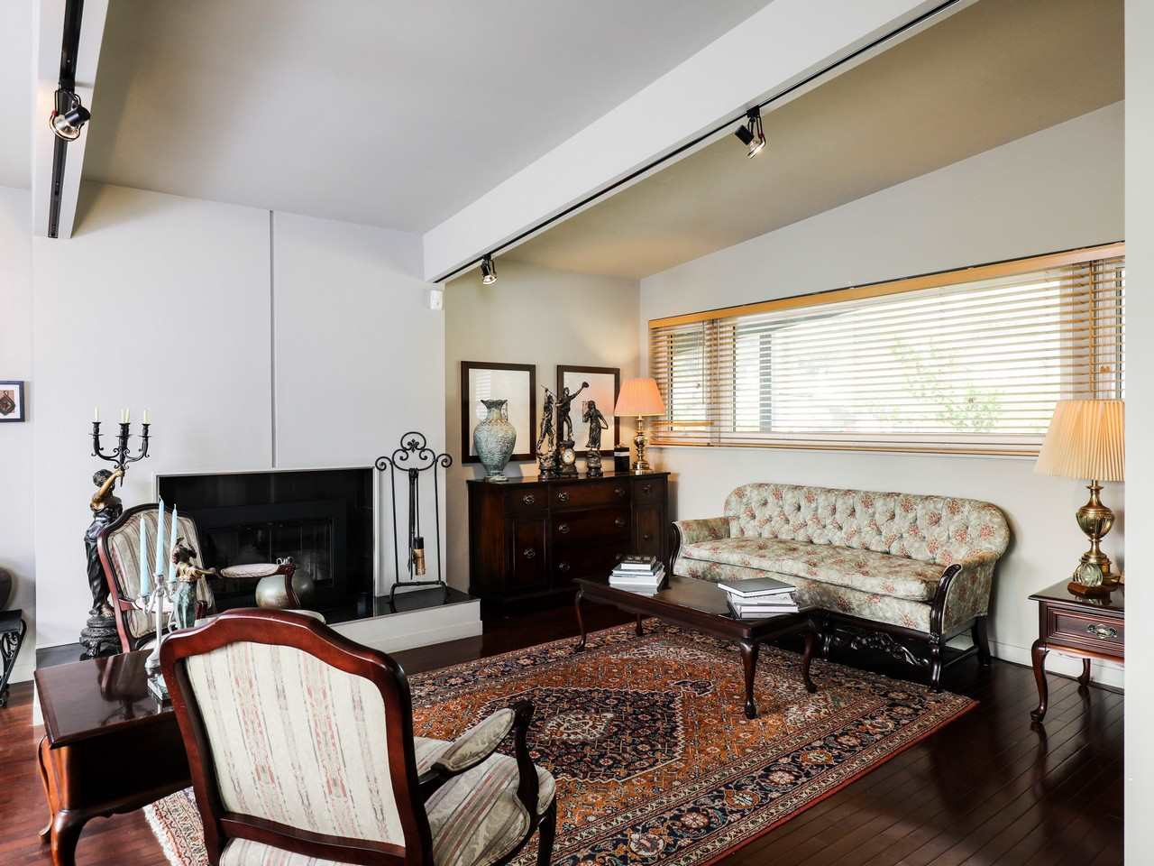 Detached at 617 SILVERDALE PLACE, North Vancouver, British Columbia. Image 3