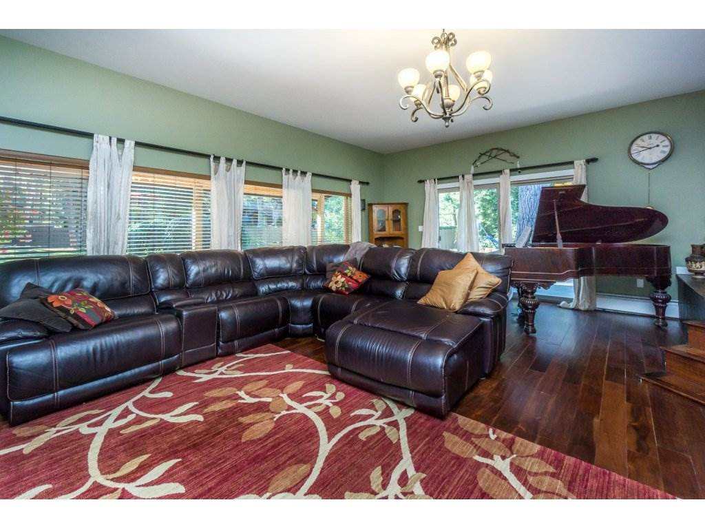 Detached at 181 CLOVERMEADOW CRESCENT, Langley, British Columbia. Image 4