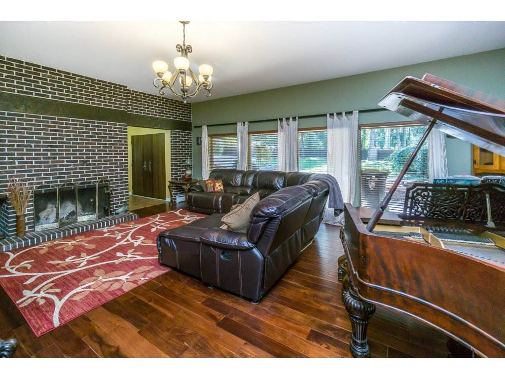 Detached at 181 CLOVERMEADOW CRESCENT, Langley, British Columbia. Image 5