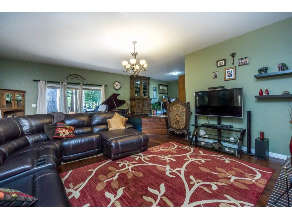 Detached at 181 CLOVERMEADOW CRESCENT, Langley, British Columbia. Image 6