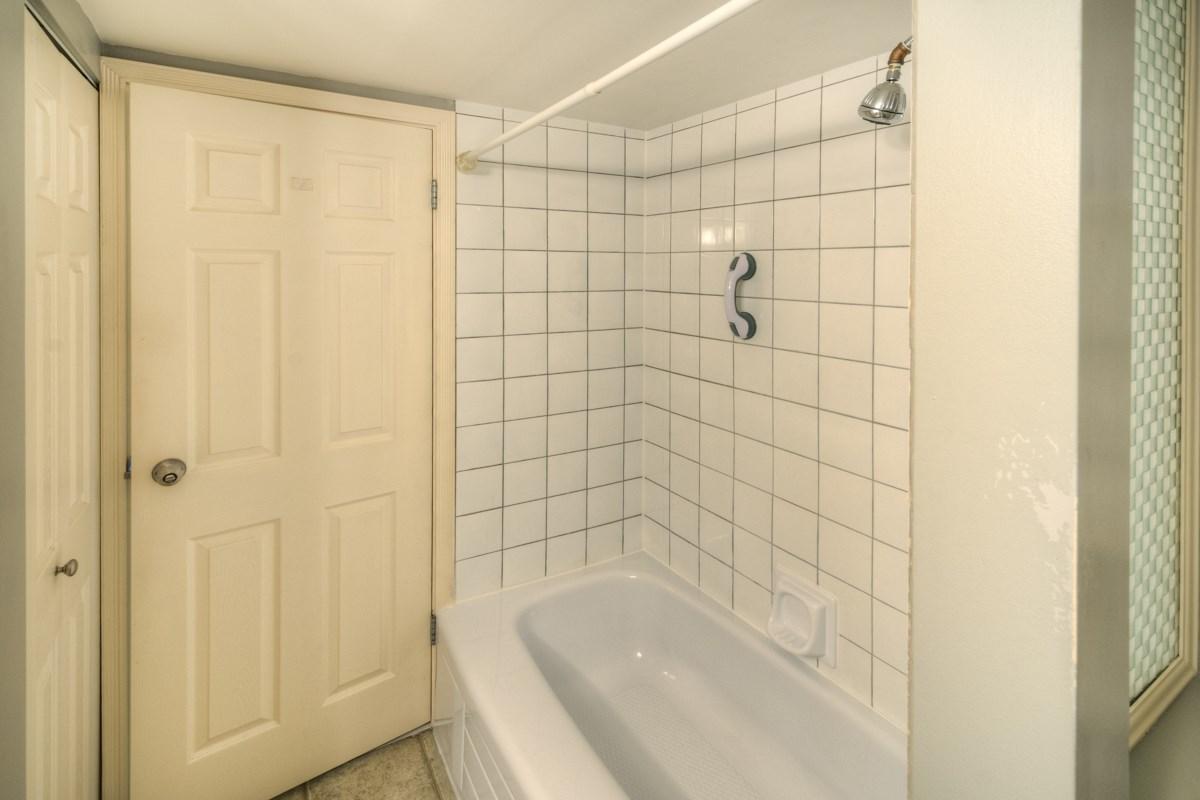 Condo Apartment at 309 625 HAMILTON STREET, Unit 309, New Westminster, British Columbia. Image 11