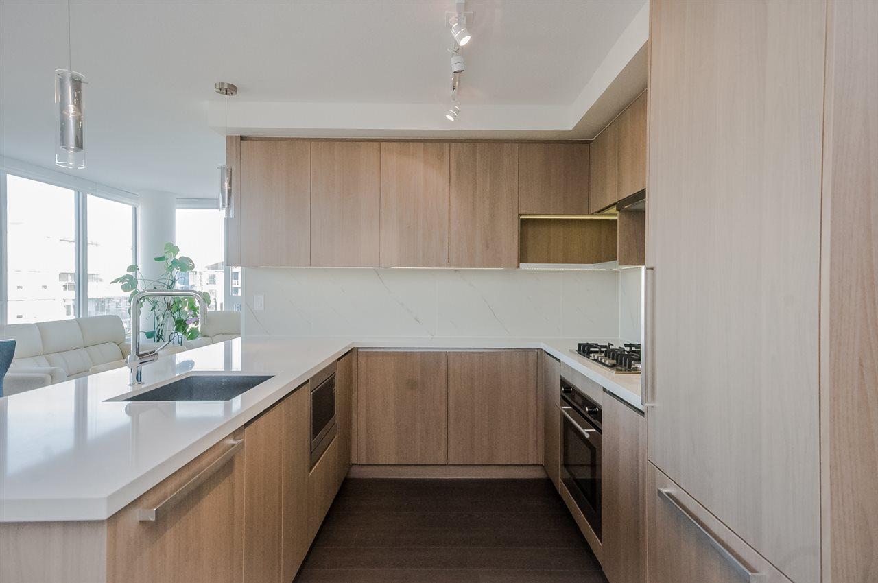 Condo Apartment at 1806 8833 HAZELBRIDGE WAY, Unit 1806, Richmond, British Columbia. Image 5