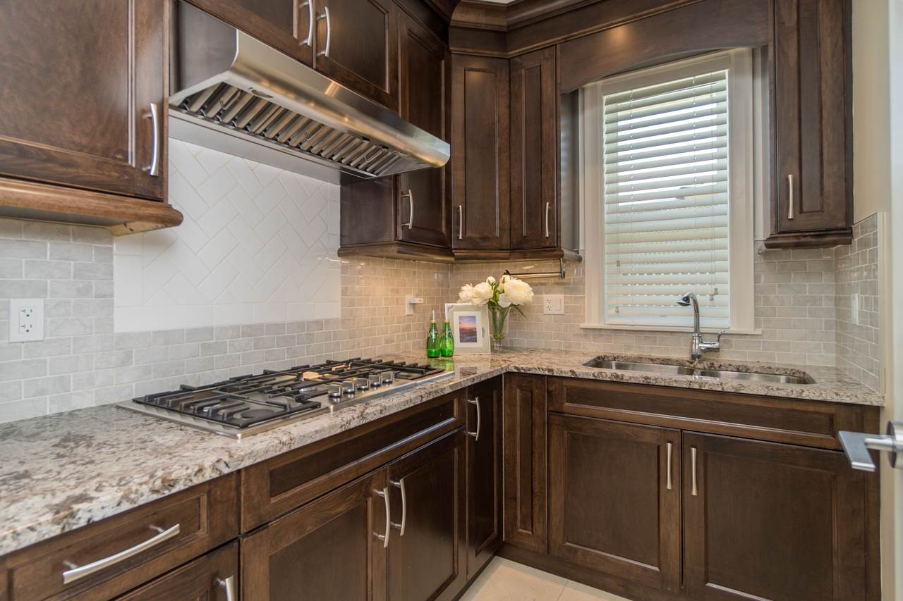 Detached at 4107 HAZELWOOD CRESCENT, Burnaby South, British Columbia. Image 11
