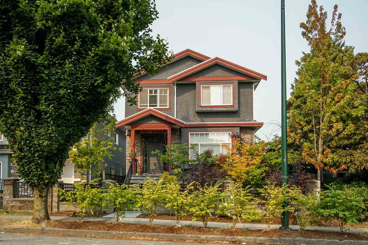 Detached at 5187 SHERBROOKE STREET, Vancouver East, British Columbia. Image 2