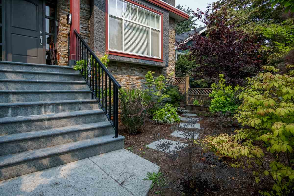 Detached at 5187 SHERBROOKE STREET, Vancouver East, British Columbia. Image 3