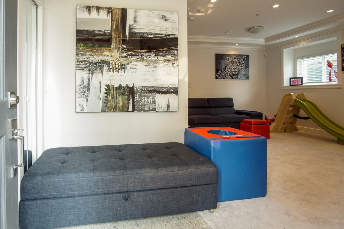 Detached at 5187 SHERBROOKE STREET, Vancouver East, British Columbia. Image 10