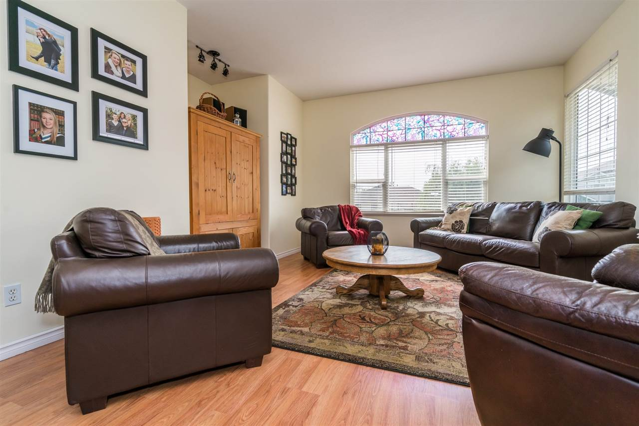 Detached at 7996 D'HERBOMEZ DRIVE, Mission, British Columbia. Image 3
