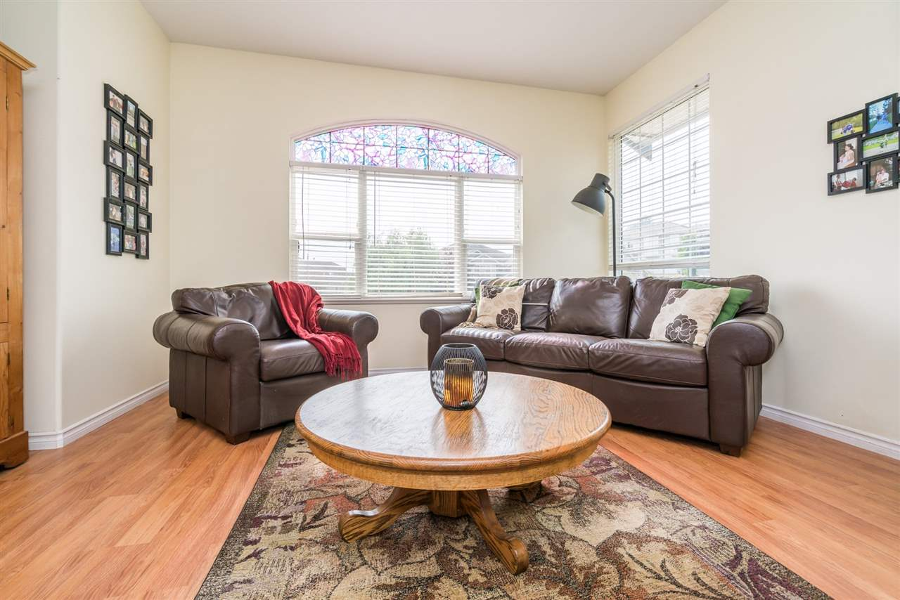 Detached at 7996 D'HERBOMEZ DRIVE, Mission, British Columbia. Image 4