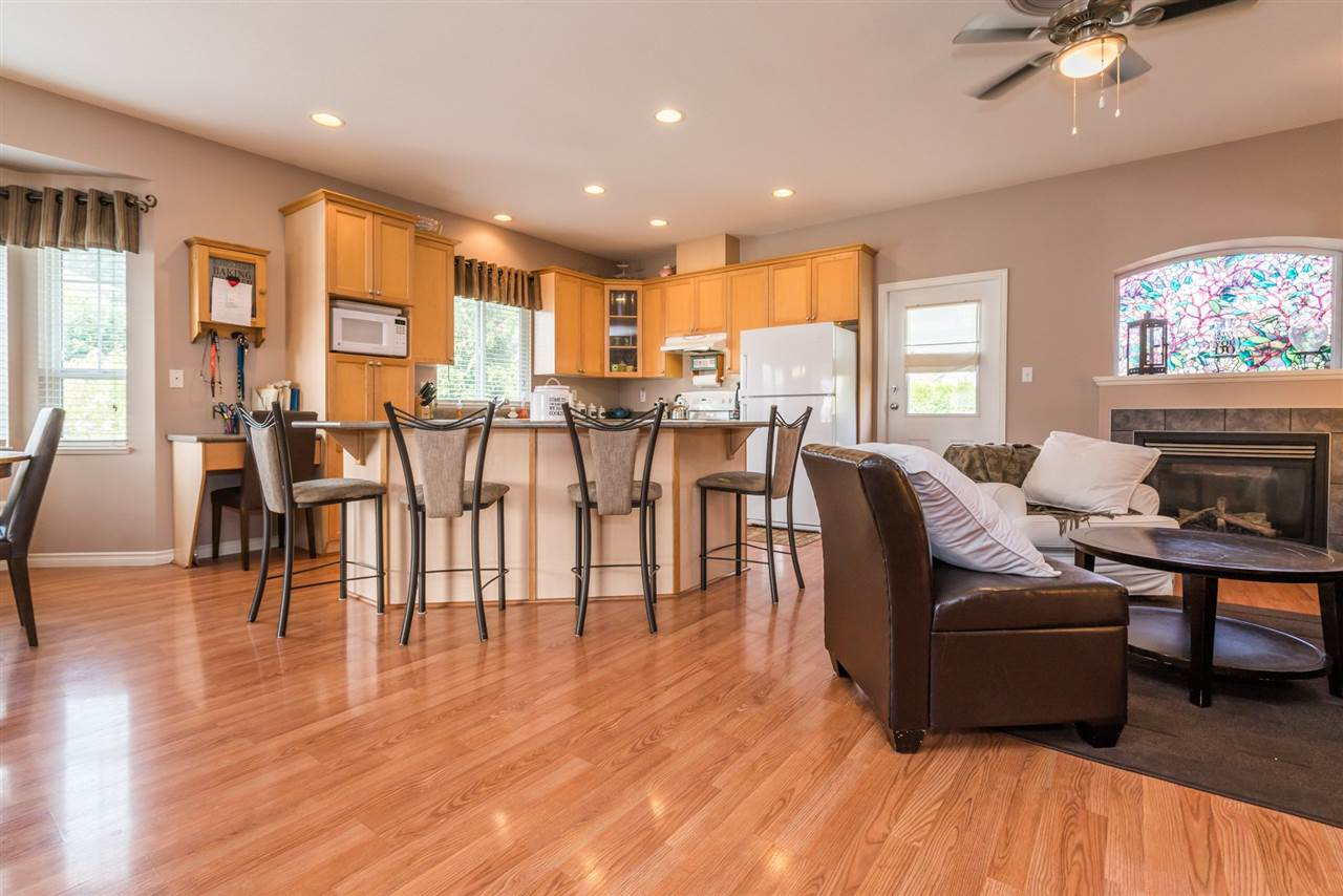 Detached at 7996 D'HERBOMEZ DRIVE, Mission, British Columbia. Image 9