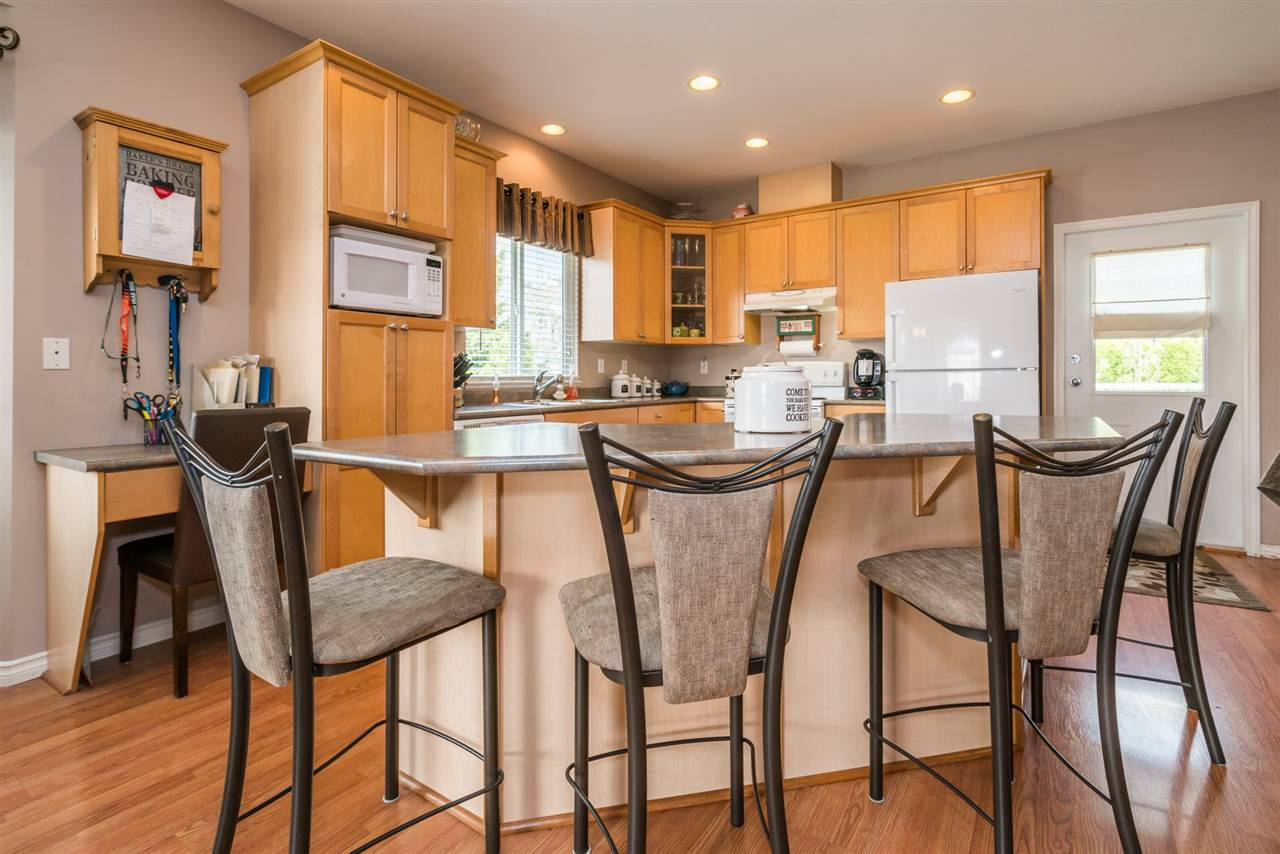 Detached at 7996 D'HERBOMEZ DRIVE, Mission, British Columbia. Image 10