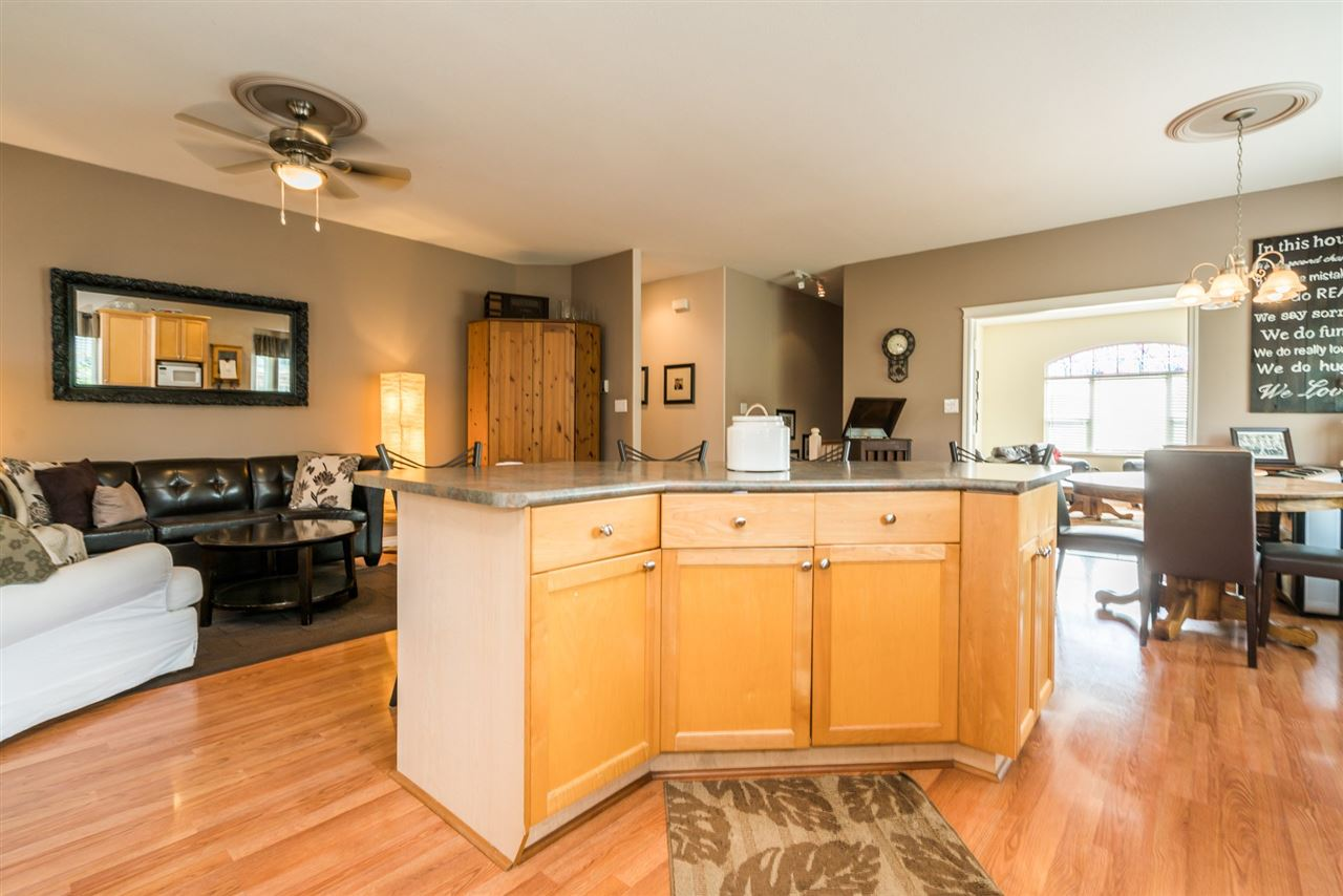 Detached at 7996 D'HERBOMEZ DRIVE, Mission, British Columbia. Image 11