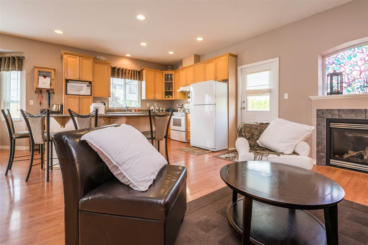 Detached at 7996 D'HERBOMEZ DRIVE, Mission, British Columbia. Image 12