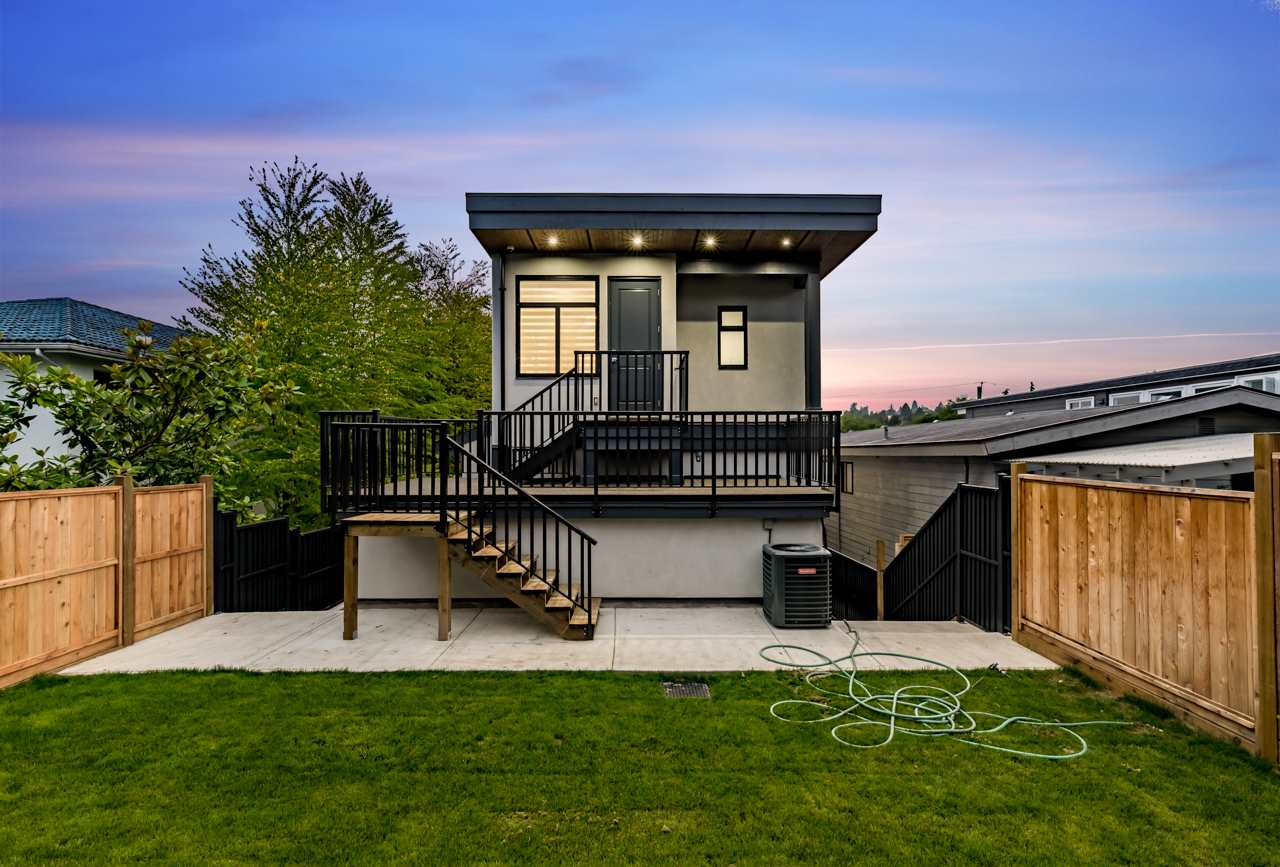 Detached at 828 HABGOOD STREET, South Surrey White Rock, British Columbia. Image 5