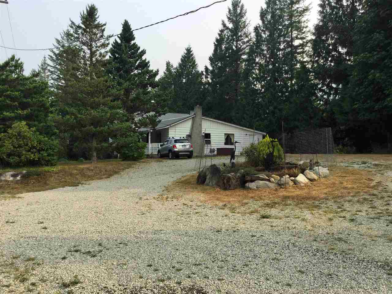 Detached at 6101 GARDEN BAY ROAD, Sunshine Coast, British Columbia. Image 4