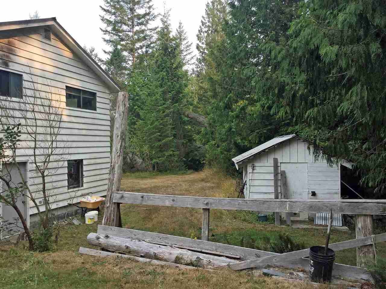 Detached at 6101 GARDEN BAY ROAD, Sunshine Coast, British Columbia. Image 6