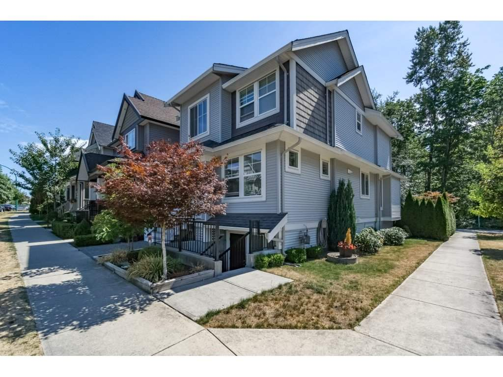 Detached at 19010 67A AVENUE, Cloverdale, British Columbia. Image 2