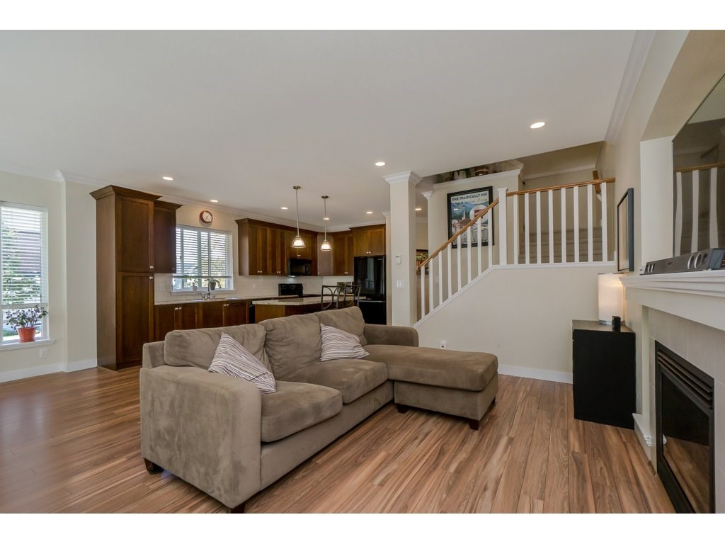 Detached at 19010 67A AVENUE, Cloverdale, British Columbia. Image 3