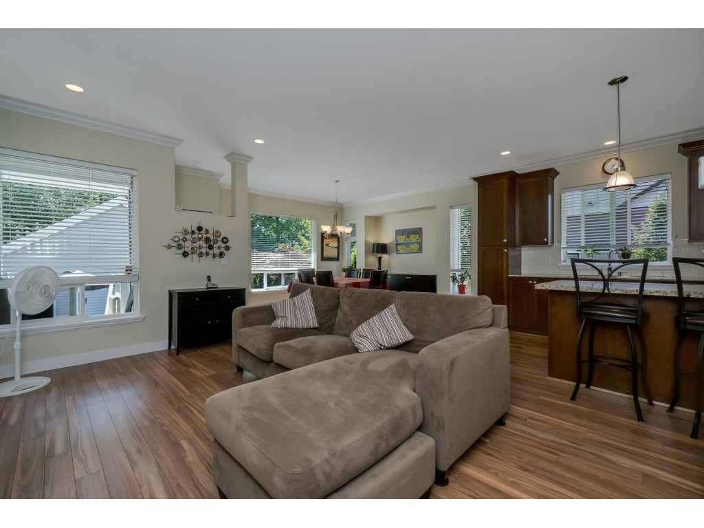 Detached at 19010 67A AVENUE, Cloverdale, British Columbia. Image 4