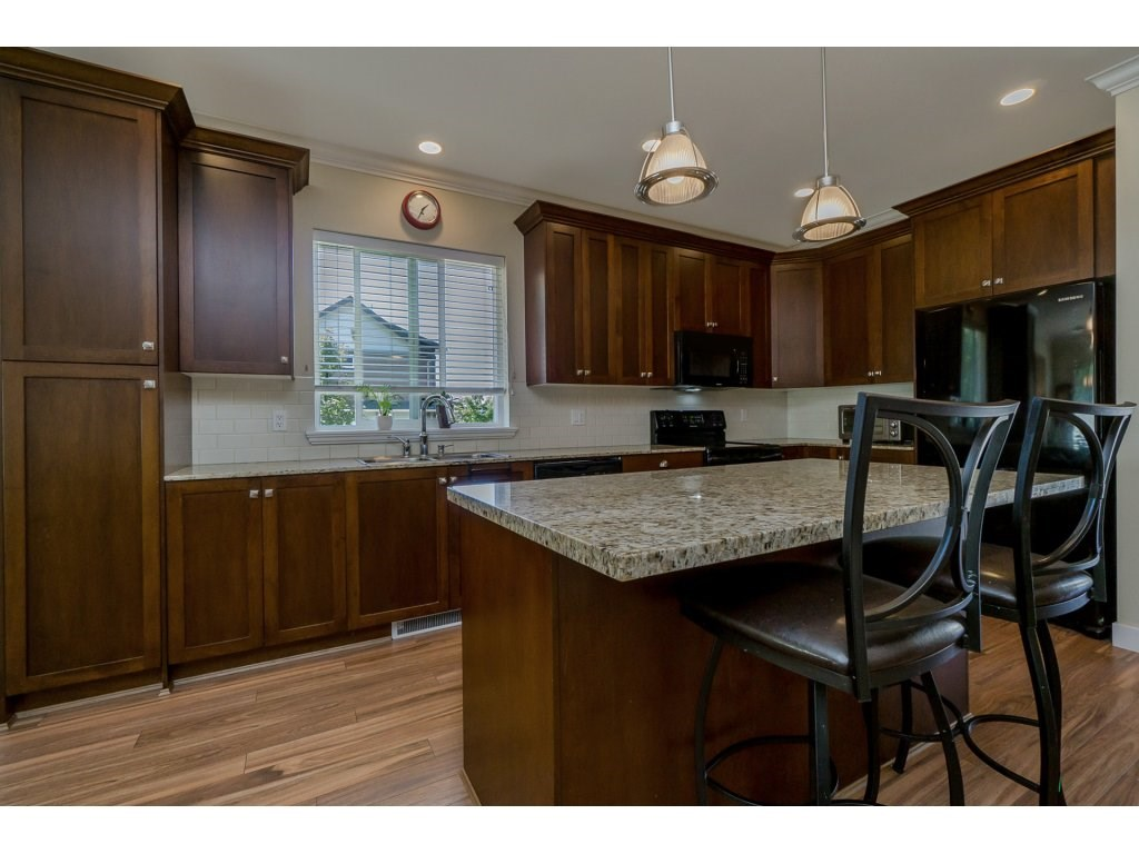 Detached at 19010 67A AVENUE, Cloverdale, British Columbia. Image 9