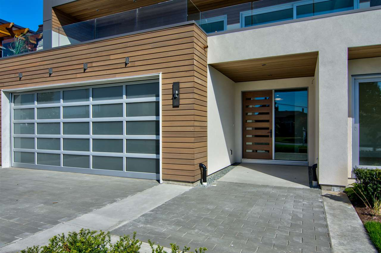 Detached at 15495 PACIFIC AVENUE, South Surrey White Rock, British Columbia. Image 2