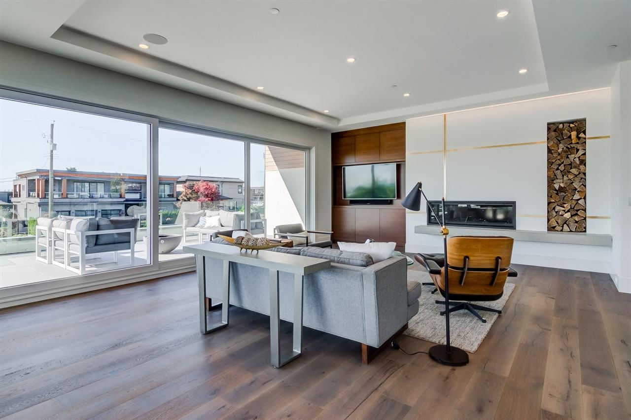 Detached at 15495 PACIFIC AVENUE, South Surrey White Rock, British Columbia. Image 6