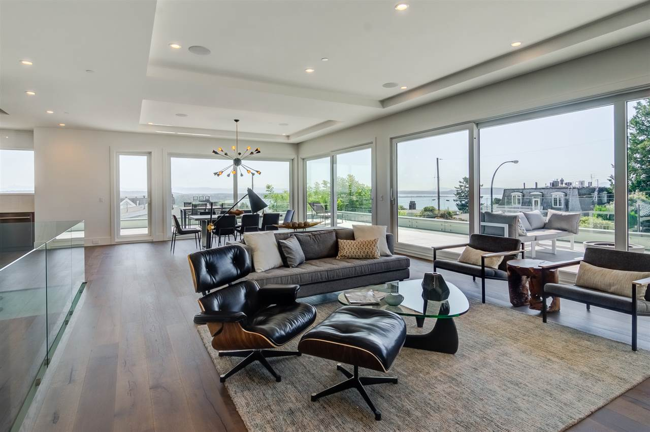 Detached at 15495 PACIFIC AVENUE, South Surrey White Rock, British Columbia. Image 8