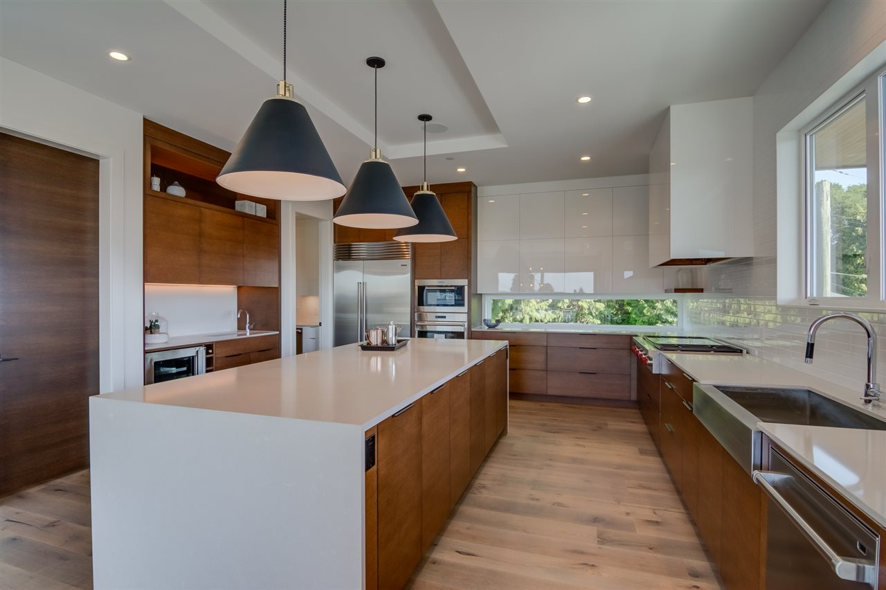 Detached at 15495 PACIFIC AVENUE, South Surrey White Rock, British Columbia. Image 11