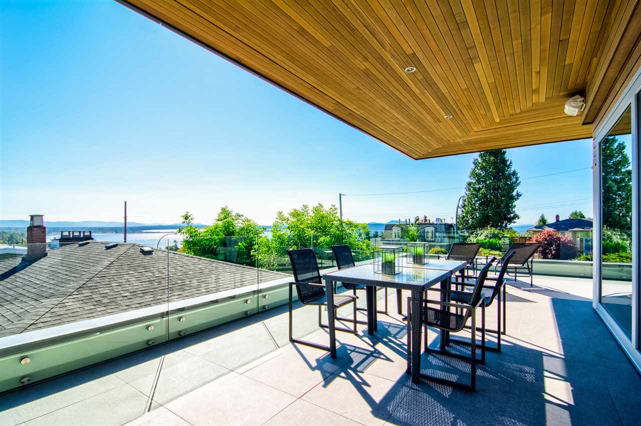 Detached at 15495 PACIFIC AVENUE, South Surrey White Rock, British Columbia. Image 18