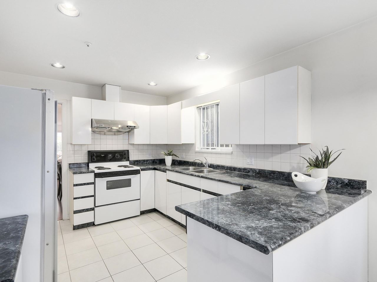 Detached at 7130 DUMFRIES STREET, Vancouver East, British Columbia. Image 5