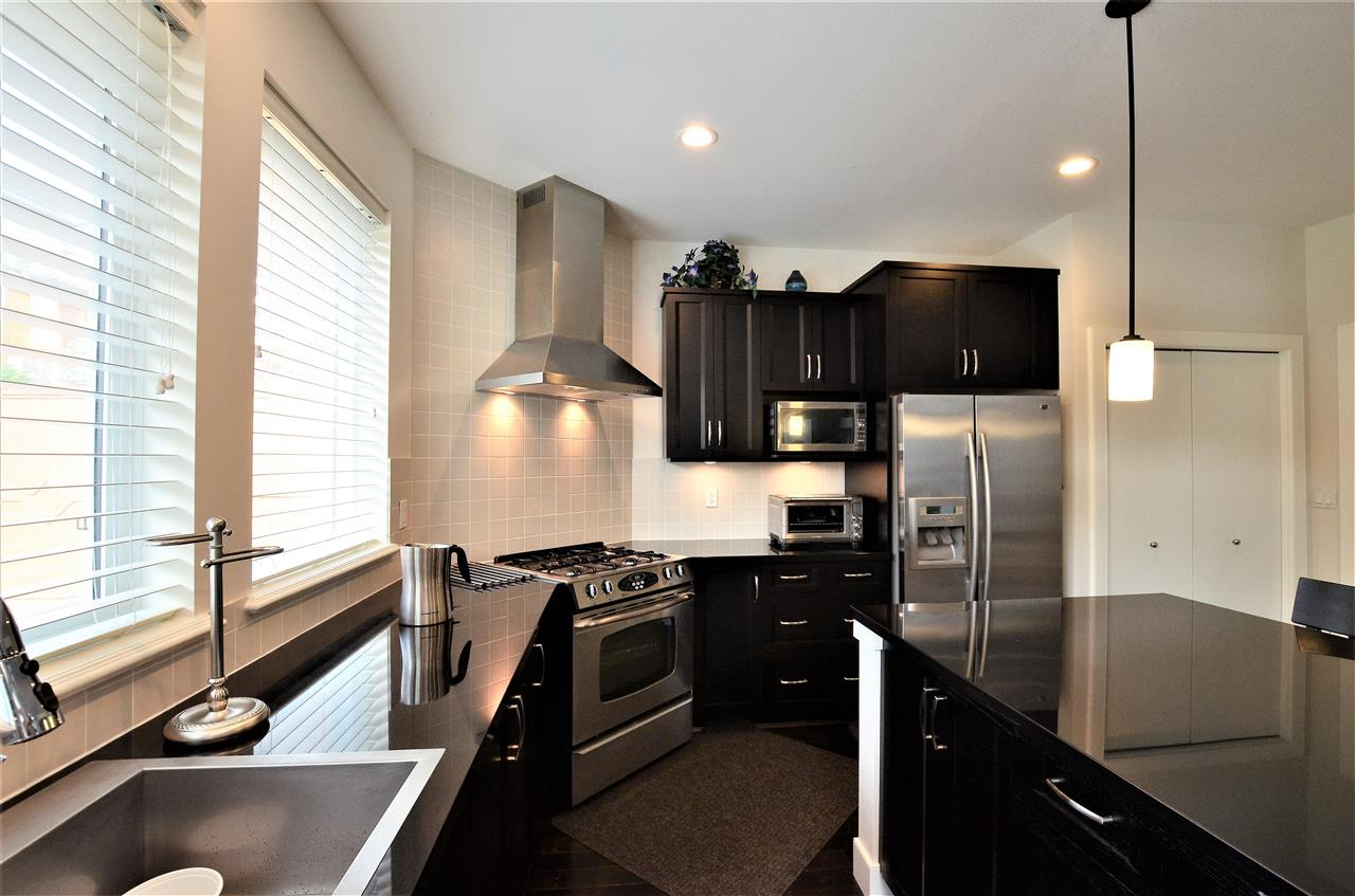Detached at 3397 PRINCETON AVENUE, Coquitlam, British Columbia. Image 7