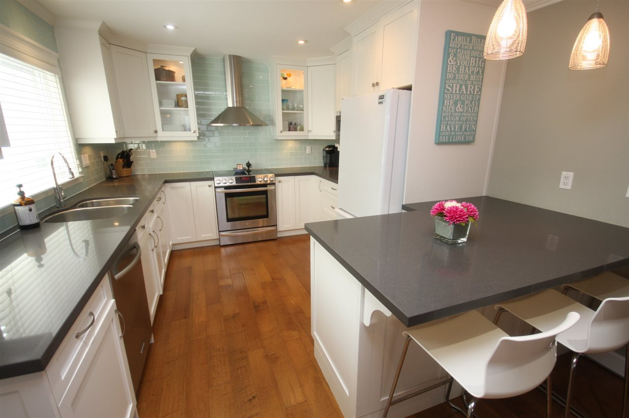 Detached at 6434 BEATRICE STREET, Vancouver East, British Columbia. Image 7