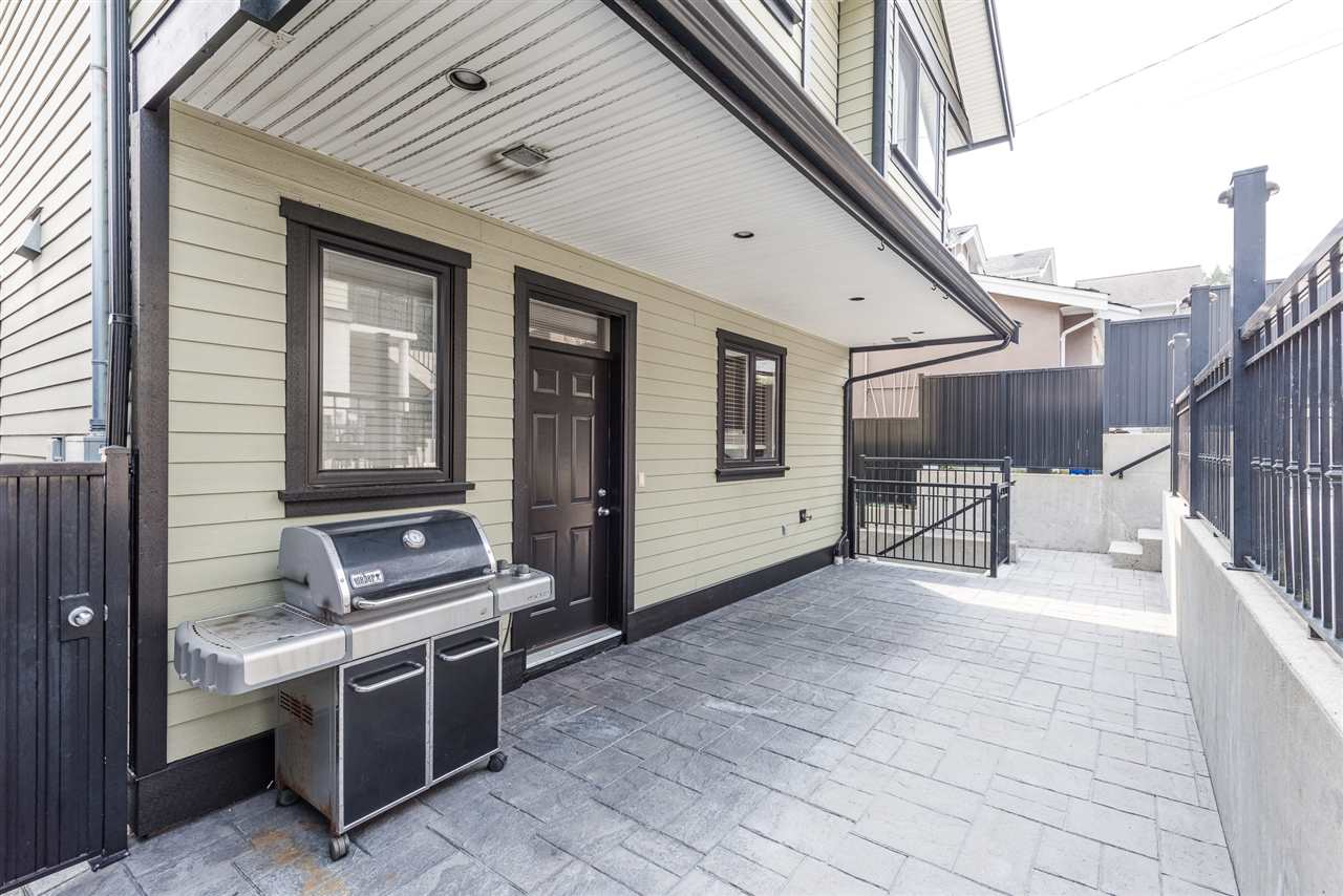 Detached at 125 N STRATFORD AVENUE, Burnaby North, British Columbia. Image 4