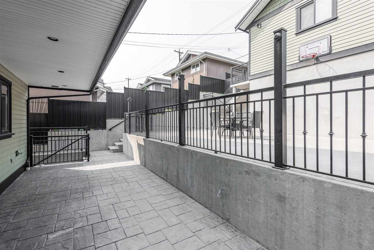Detached at 125 N STRATFORD AVENUE, Burnaby North, British Columbia. Image 5