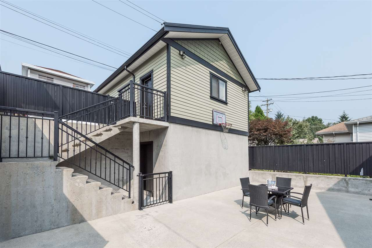 Detached at 125 N STRATFORD AVENUE, Burnaby North, British Columbia. Image 6
