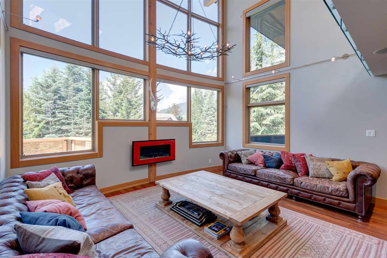Detached at 2587 SNOWRIDGE CRESCENT, Whistler, British Columbia. Image 4
