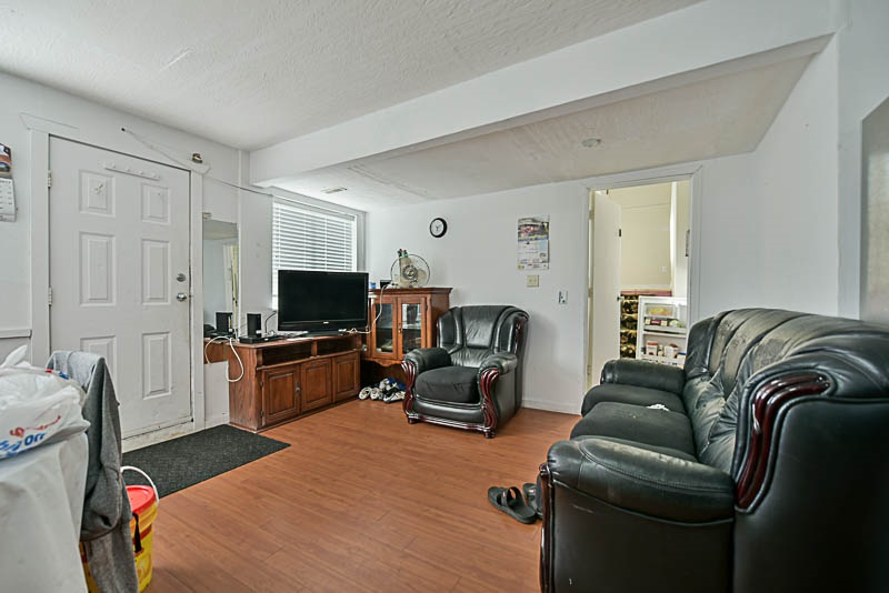 Detached at 8912 148 STREET, Surrey, British Columbia. Image 2