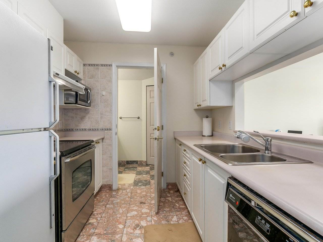 Condo Apartment at 405 2965 HORLEY STREET, Unit 405, Vancouver East, British Columbia. Image 8