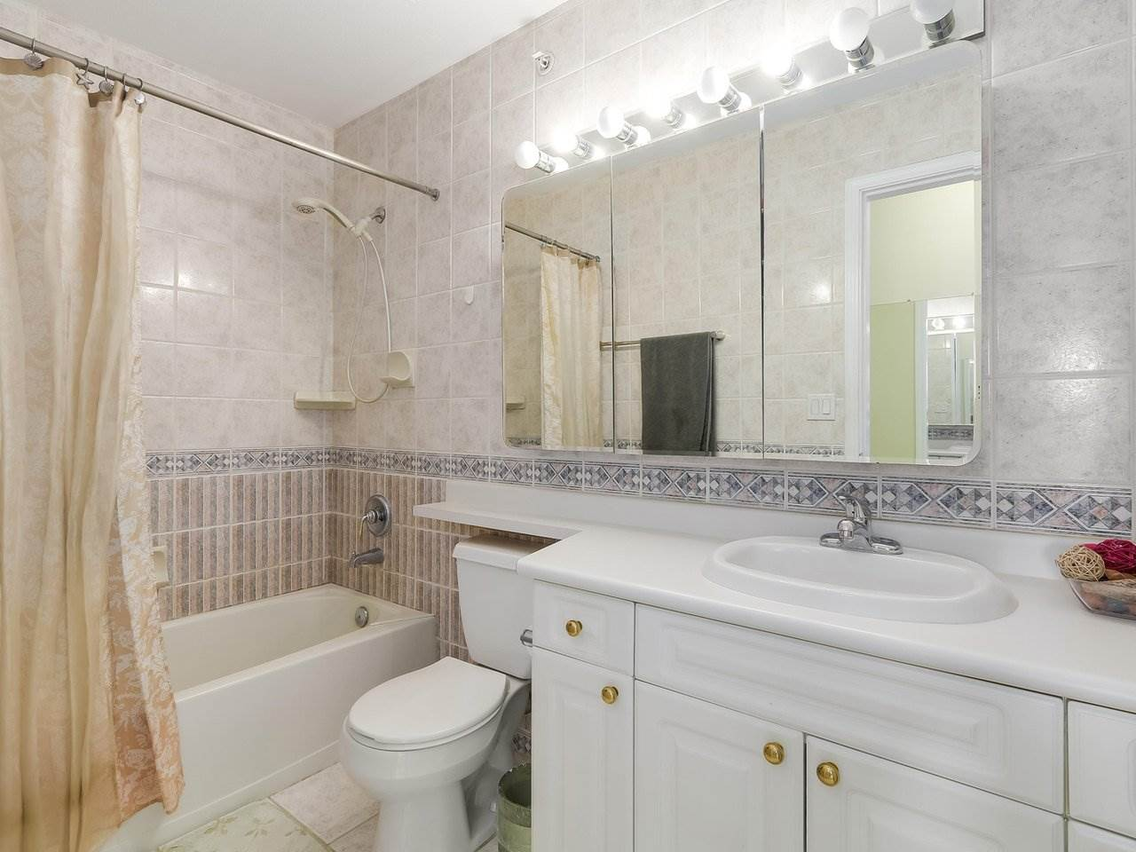 Condo Apartment at 405 2965 HORLEY STREET, Unit 405, Vancouver East, British Columbia. Image 12