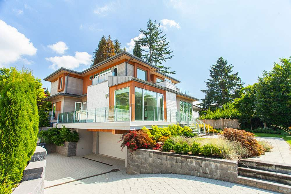 Detached at 4367 CHELSEA CRESCENT, North Vancouver, British Columbia. Image 2