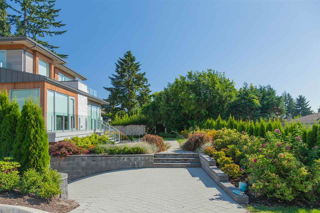 Detached at 4367 CHELSEA CRESCENT, North Vancouver, British Columbia. Image 3