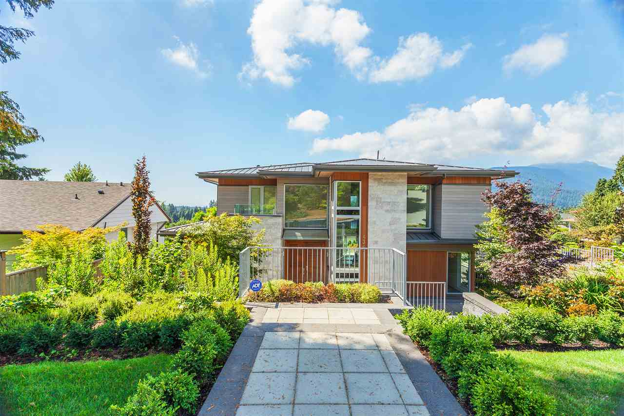 Detached at 4367 CHELSEA CRESCENT, North Vancouver, British Columbia. Image 4